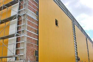 Реконструкция стен здания сендвич-панелями